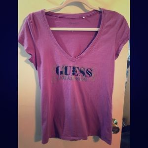 GUESS v-neck tee